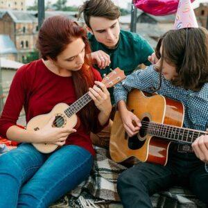 Que aprender a Tocar: Guitarra VS Ukelele